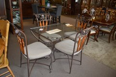 Cute Glass Top Table and 4 chairs in Tacoma, Washington