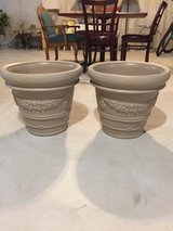Matching tan flower pots in Tinley Park, Illinois