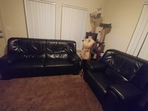 Black leather couch + loveseat in Alamogordo, New Mexico