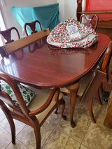 Dining Table w/6 Chairs 2 leafs in Alamogordo, New Mexico