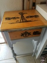 Nightstand/Side Table in Alamogordo, New Mexico