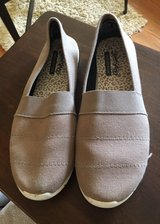 Women's Size 10 Canvas Shoes in Yorkville, Illinois