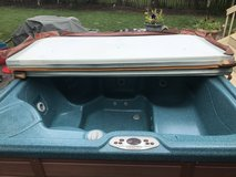 6 person hot tub in Glendale Heights, Illinois