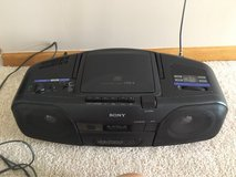 Sony Stereo with CD in Joliet, Illinois