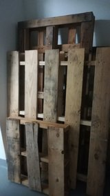wooden shipping palettes in Wiesbaden, GE