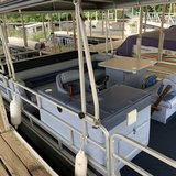 24 foot Lowe Pontoon Boat in Fort Leonard Wood, Missouri