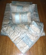 "RV ""SHORT"" Queen Bedding - Quilt Pillows & Shams for Camper / Trailer / RV Bed in Joliet, Illinois"