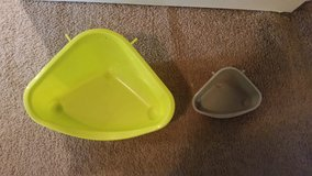 Corner litter boxes (small/large) in Fort Campbell, Kentucky