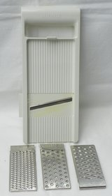 Food Slicer / Grater ~ MANDOLIN Style w/ 4 Assorted Blades in Alamogordo, New Mexico