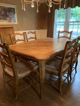Table with 6 chairs in Plainfield, Illinois