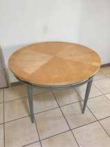 Round dining table with no chairs in Alamogordo, New Mexico