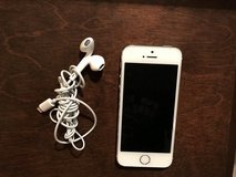Gray iPhone 5s with headphones 16 GB- PREVIOUSLY OWNED in Aurora, Illinois
