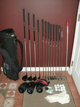 Mens RH Golf Club Set with Stand Bag & Extras in Westmont, Illinois