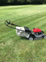 HONDA HRX217 MOWER CLEAN BLADE STOP BUT EBGINE STAYS RUNNING HAS BAG AND TOP OF THE LINE MACHINE in Naperville, Illinois