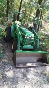 John Deere 790 tractor 4wd with John Deere  419 loader John Deere LX4 brush & 5' blade in Fort Leonard Wood, Missouri
