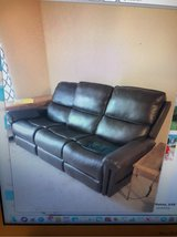 Flexsteel Double Lift Recliner Sofa--Recliner for 2 or Sofa for 3! Barely Used. Located in Carlock in Bolingbrook, Illinois