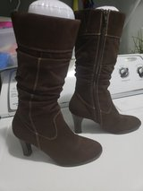 Woman Brown Boots 6 1/2 in Fort Campbell, Kentucky