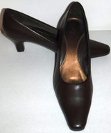 Like New! Sz 7M LifeStride Stacey Brown Pump - Square Toe Heels in Orland Park, Illinois