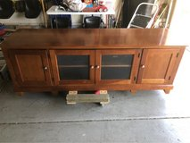tv stand made by hooker furniture in Westmont, Illinois