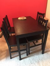 kitchen table and chairs in Bartlett, Illinois