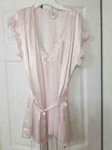 Lace embroidered nightgown w/ matching robe in Westmont, Illinois