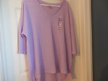 Elbow length sleeve top NWT in Chicago, Illinois