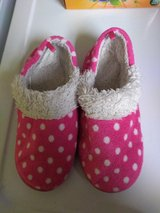 Girls Medium Slippers in Fort Campbell, Kentucky