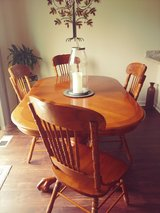 Oak Table and Chairs in Chicago, Illinois