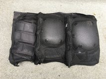 Boys NEW/UNUSED Knee/Elbow/Wrist Safety Pads - Black RAZOR brand in Westmont, Illinois