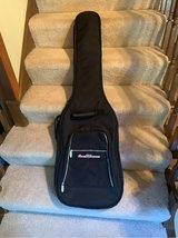 Bass Guitar Gig Bag in Glendale Heights, Illinois