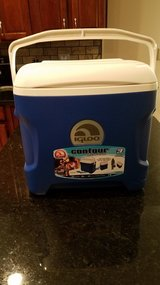 Igloo Contour 30 Quart Cooler NEW in Yorkville, Illinois