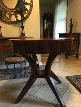 Beautiful Solid Wood Drum Table in Glendale Heights, Illinois