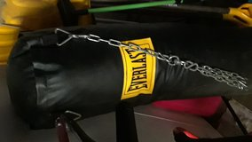 EVERLAST 100 POUND HEAVY BAG in Fort Drum, New York