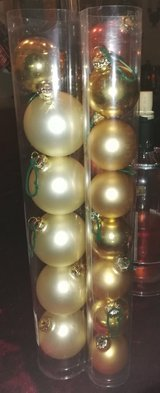 Lot of Christmas ornaments 3 different colors in Ramstein, Germany