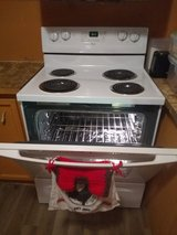 Whirlpool Electric Stove With Matching Microwave in Fort Leonard Wood, Missouri