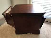 Broyhill end table in The Woodlands, Texas