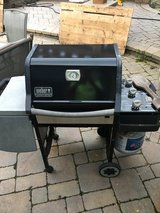 WEBER ( GENESIS ) MODEL GAS 3 BURNER GRILL ALL WORKING IGNITOR WORKS 2 SHELFS FOR FOOD AND DRIN... in Naperville, Illinois
