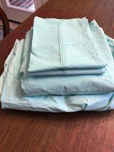 Bed Bath and Beyond twin xl sheet set in The Woodlands, Texas