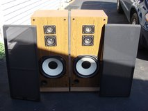 REALISTIC 1000 3 WAY SPEAKER SYSTEM in Bartlett, Illinois