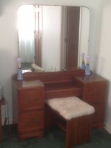 Antique Dressing table/Dresser in Bolingbrook, Illinois