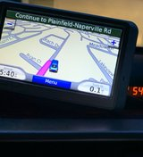 GPS Garmin Nuvi 660 - w/ AC car Power Cord, Device Mount For Windshield, Carrying Case in Bolingbrook, Illinois