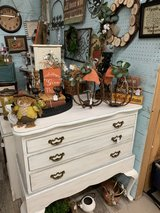 vintage 3 drawer dresser in Macon, Georgia