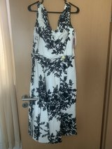 Black and white floral dress in Wiesbaden, GE
