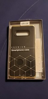 Olixar Note 8 Carbon Fiber And Gold Trim Case in Fort Polk, Louisiana