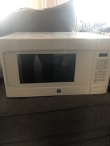Like new microwave in Glendale Heights, Illinois