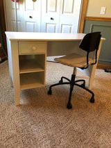 White desk and chair in Bolingbrook, Illinois