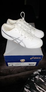 ASICS size 6 in Fort Leonard Wood, Missouri