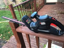 "Black & decker 17"" electric hedge trimmer in Yorkville, Illinois"