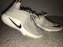 Youth Nike Basketball Shoes 5.5 in Aurora, Illinois