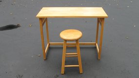 Desk/Table & Stool in Chicago, Illinois